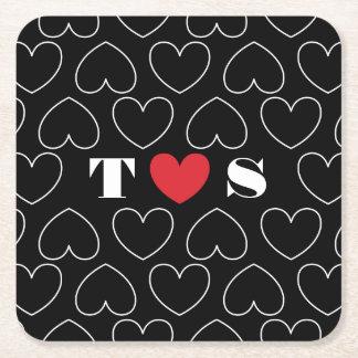 Hjärtor av kärlekmönster med parinitialer underlägg papper kvadrat