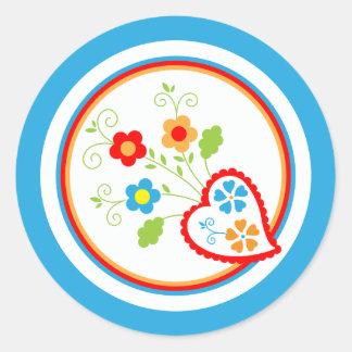 Hjärtor och blommor för valentines runt klistermärke