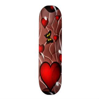 Hjärtor och fjärilar på en abstrakt bakgrund skateboard bräda 19,5 cm