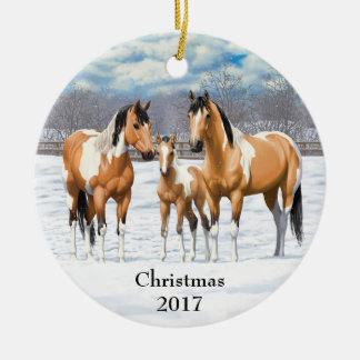 Hjortläderen målar hästar i snö julgransprydnad keramik