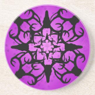Hjortskalledesign i lilor och svart underlägg