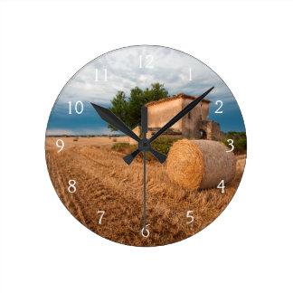 Höbal i det Provence fält Rund Klocka