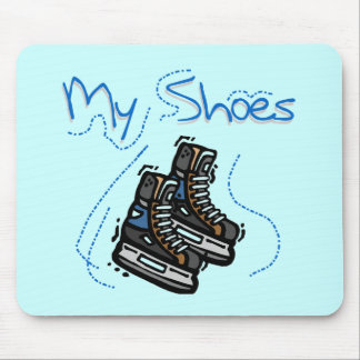 Hockey åker skridskor mitt skor T-tröja och gåvor Musmatta