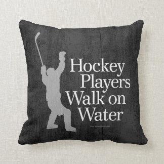 Hockeyspelare går på vatten kudde