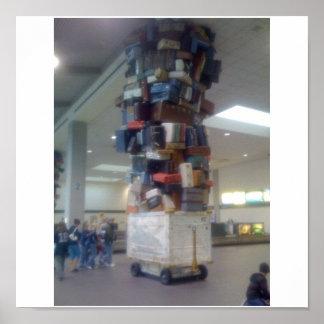 Hög av bagage på den Sacramento flygplatsen Kalifo Poster
