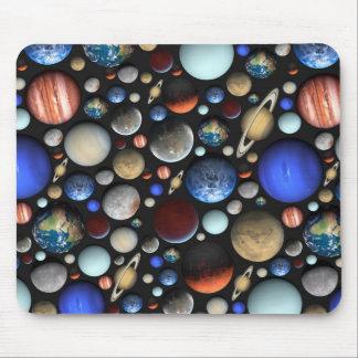Hög av det themed mönster för planetutrymme musmatta