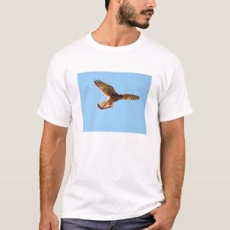 Hök i flyg t shirts