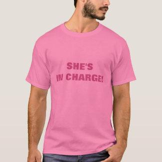 HON är I LADDNING! T-shirts