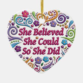 Hon trodde henne kunde hjärtajulprydnaden hjärtformad julgransprydnad i keramik