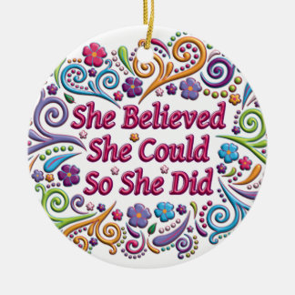 Hon trodde henne kunde runda julprydnaden rund julgransprydnad i keramik