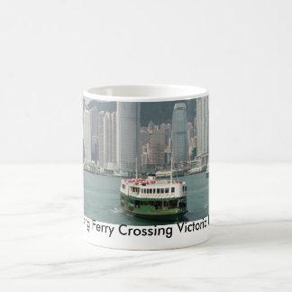 Hong Kong färja som korsar den Victoria hamnen Kaffemugg