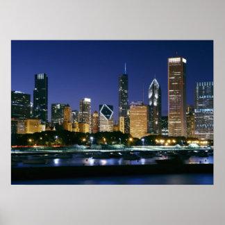Horisont av i stadens centrum Chicago på natten Poster