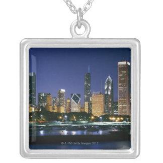Horisont av i stadens centrum Chicago på natten Silverpläterat Halsband