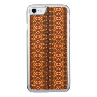 Höstjord tonar i en stam- mönsterdesign carved iPhone 7 skal