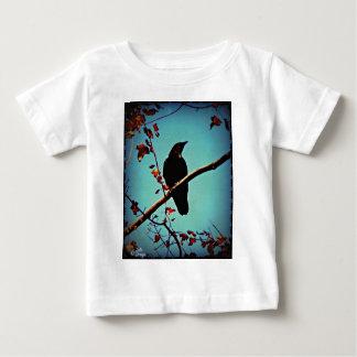 Höstkråkasitta på ett grenoriginalfoto tröjor