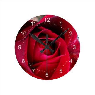 Höströd ros rund klocka
