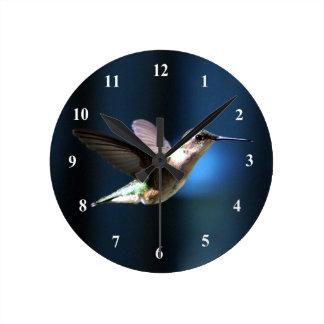 Hummingbird 424 tar tid på rund klocka