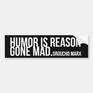 Humorn är resonerar borta tokigt - Groucho Marx Bildekal
