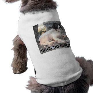 Hund som beklär Sprollie som besöker att le för sl Hundtröja