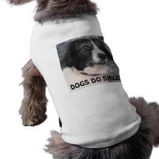 Hund som beklär Sprollie som besöker att le för sl Husdjurströja