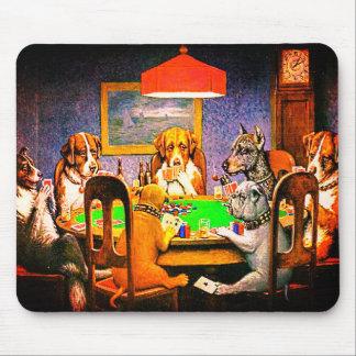 Hundar som leker poker en vän i behov musmatta