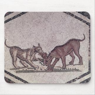 Hundar som slåss för en fågel, romare, 2nd-3rd årh musmatta