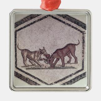 Hundar som slåss för en fågel, romare, 2nd-3rd julgransprydnad metall