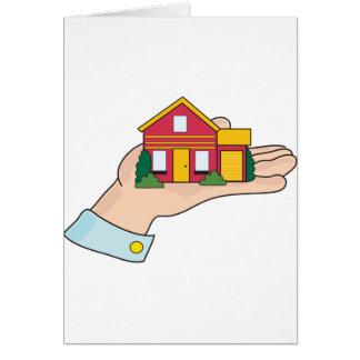 Huset räcker in hälsningskort