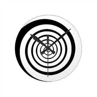 hypnotisk spiral rund klocka