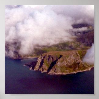 I molnen över fjordsna av norgen posters