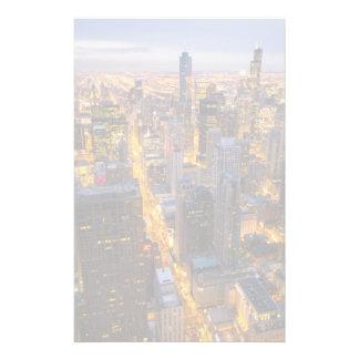 I stadens centrum Chicago horisont på skymningen Brevpapper