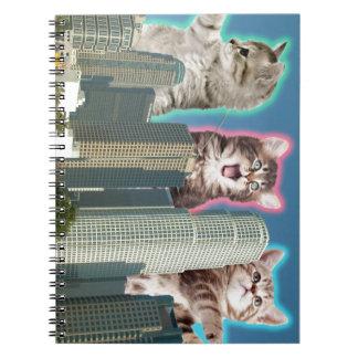 I stadens centrum katter anteckningsbok med spiral