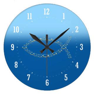 Ichthus - den kristna fisksymbolväggen tar tid på stor klocka