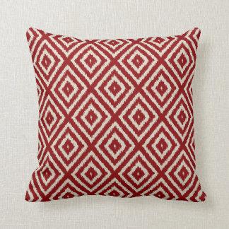 Ikat diamantmönster i rött och kräm- kudde