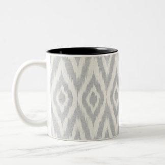 Ikat för grå Aztec pastellfärgad vattenfärg mjukt Två-Tonad Mugg