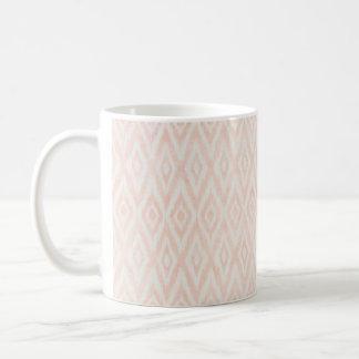 Ikat för rodna rosa vattenfärg geometriskt målat kaffemugg