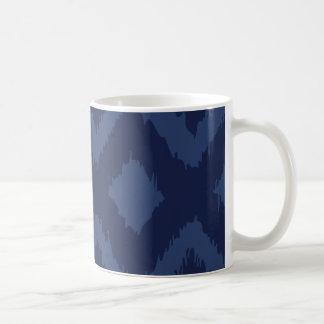 Ikat mönster i blåttmugg kaffemugg