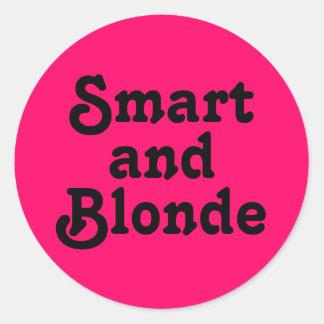 Ila och blondinen runt klistermärke