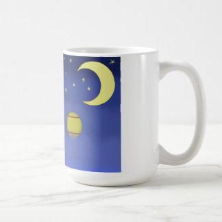 Illustrerad mugg för kaffe för natthimmel