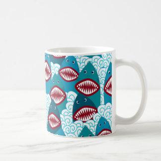 Ilskna hajar kaffemugg