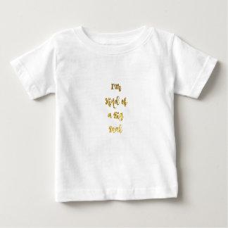 I'm sort av en stor överenskommelse i guld- tröjor