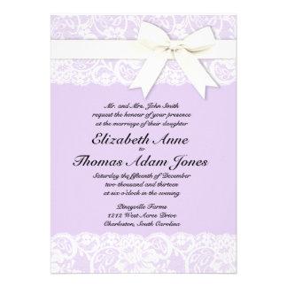 Inbjudan för bröllop för vitsnöre lila purpurfärga