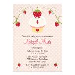 Inbjudan någon för jordgubbemuffinfödelsedagen åld