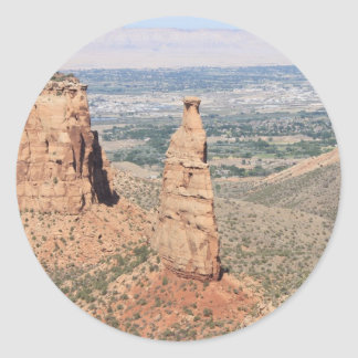 Indepedence monument runt klistermärke