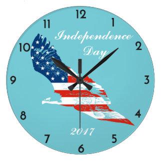 Independence day - amerikanska flaggan i örn stor klocka