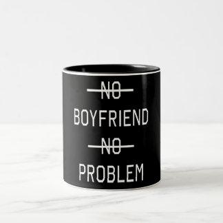 Ingen pojkvän inget problem Två-Tonad mugg
