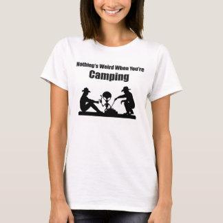 Ingenting är kusligt, när du campar tee shirt