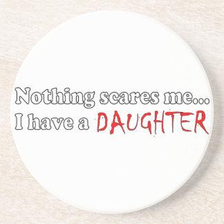 Ingenting skrämmer mig,… som jag har en dotter dryck underlägg