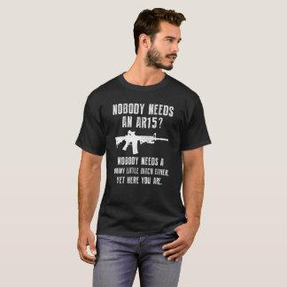 Inget behöver AR15 en rolig skjorta för vapen T T Shirts