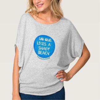 Inget gillar skuggiga bästa en strandFlowy damer T-shirt